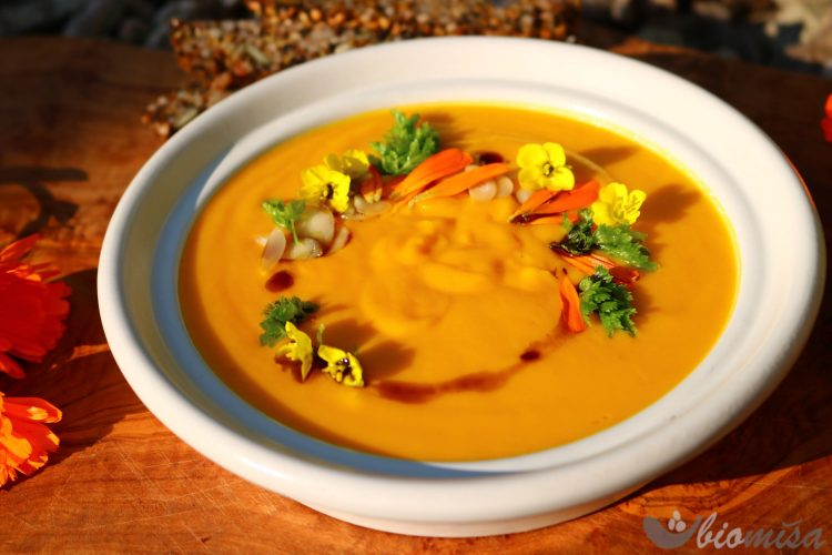 Mrkvovo-cuketová polévka