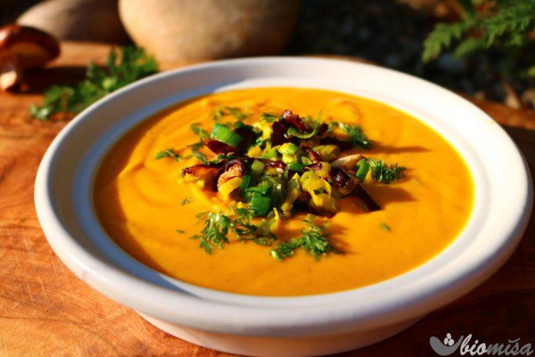 Batátová polévka s pastinákem a mrkví