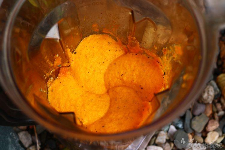 Rozmixovaná mrkvovo-dýňová omáčka
